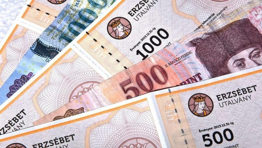 Egyszeri 15 ezer forintos Erzsébet utalvány és pénz jár az anyukáknak!