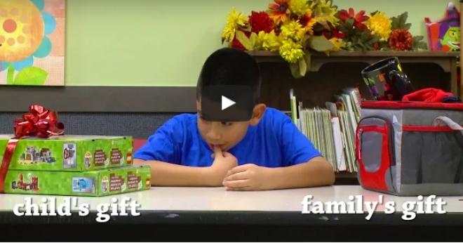 Érdekes kísérlet: a gyerekek választhattak, hogy maguknak vagy a szüleiknek kérnek ajándékot