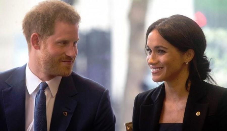 Harry herceg és felesége felrúgta a protokollt egy Down-szindrómás kisfiú kedvéért (videó)