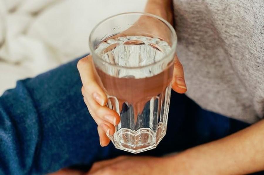 Ezért kellene minden reggel éhgyomorra meginnod egy pohár vizet