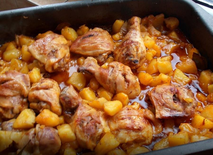 Tepsis csirke burgonyával, csodás szósszal - fejedelmi főétel gyorsan a sütőből!