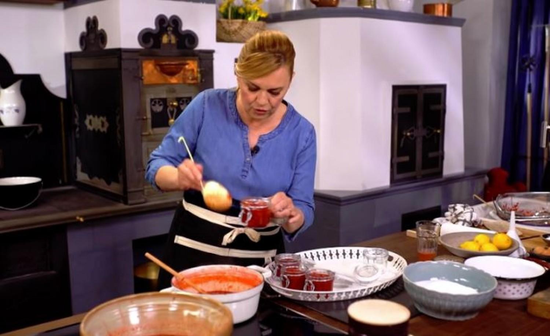 A legfinomabb eperlekvár és eperszörp Borbás Marcsi konyhájából (videó)