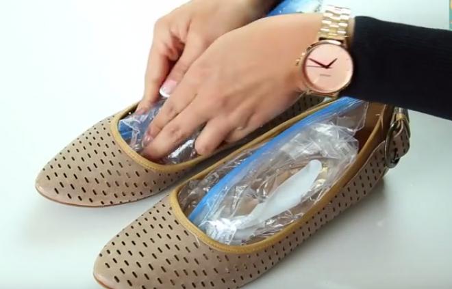 Szűk a cipő, 2 zacskó vízzel könnyen kitágíthatod!
