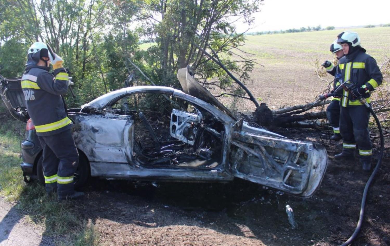 Eger felé tartott a násznép, amikor szörnyű baleset történt, az egyik koszorúslány ült az autóban - helyszíni fotók
