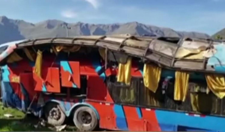 Tragikus hír: Szakadékba zuhant egy iskolás gyerekeket szállító busz