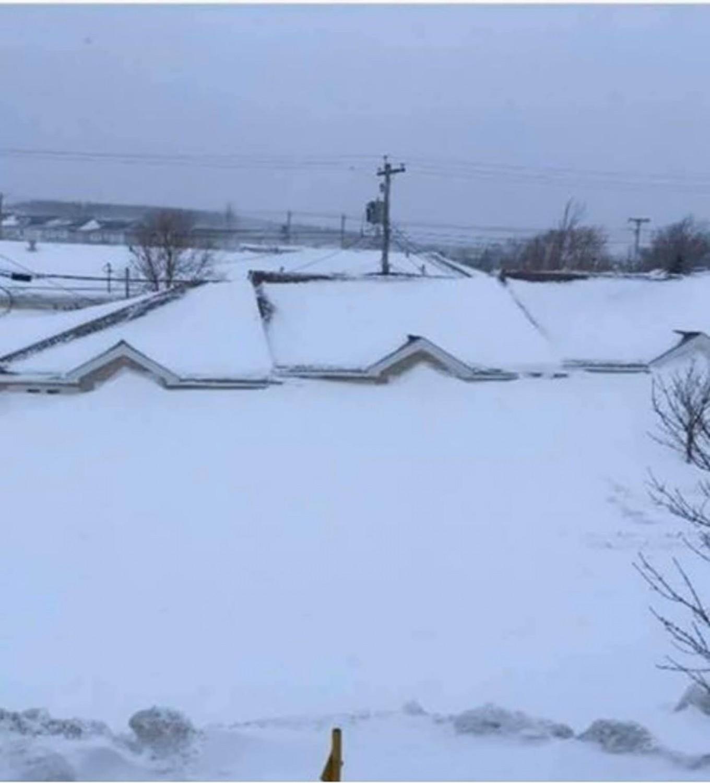Egy 30 másodperces timelapse, ahogy egy családi házat elér a hóhurrikán