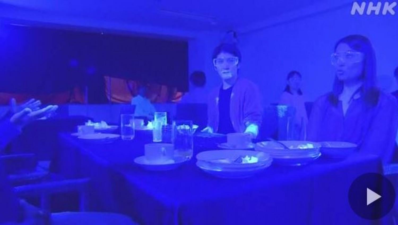 Egy látványos videón nézheted meg, hogyan terjed a vírus egy svédasztalos étteremben