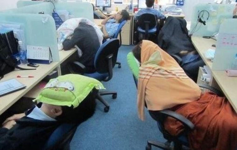 Szokatlan munkamorál: a japánok munkaidőben is aludhatnak