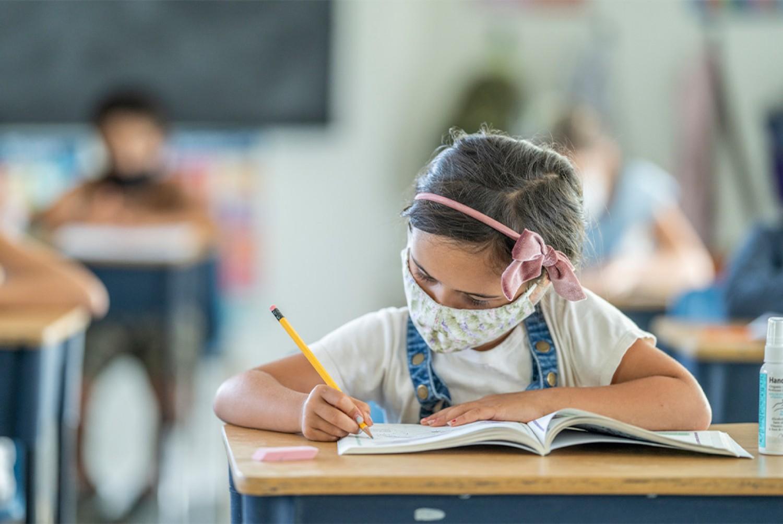 Tüsszentett az allergiája miatt - már első nap kiközösítették a 6 éves kislányt
