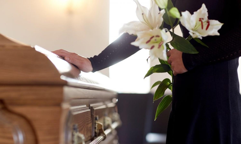 Koronavírus: Megmagyarázta a nógrádi pap, miért hagyta ott a temetést