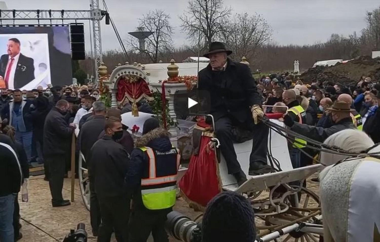Öt órás temetésen búcsúztak el Nagy Grofót